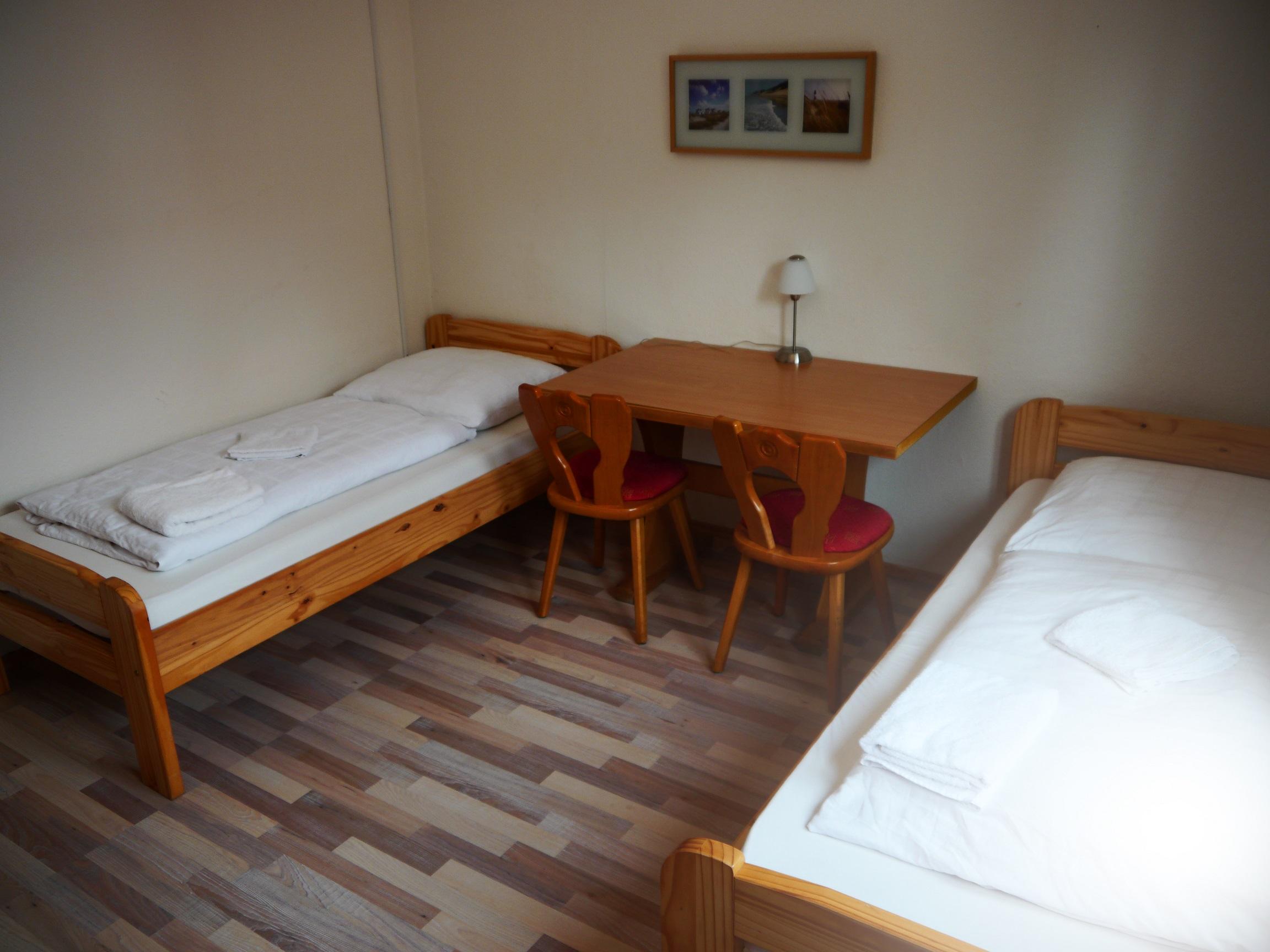 pension 21 70563 stuttgart vaihingen montagetreff. Black Bedroom Furniture Sets. Home Design Ideas